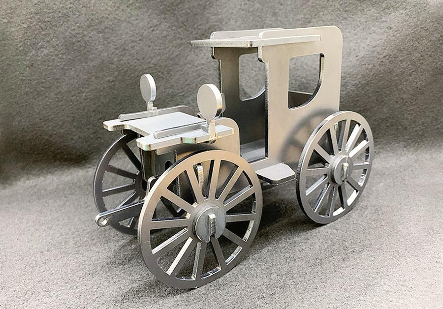 完成した車の模型